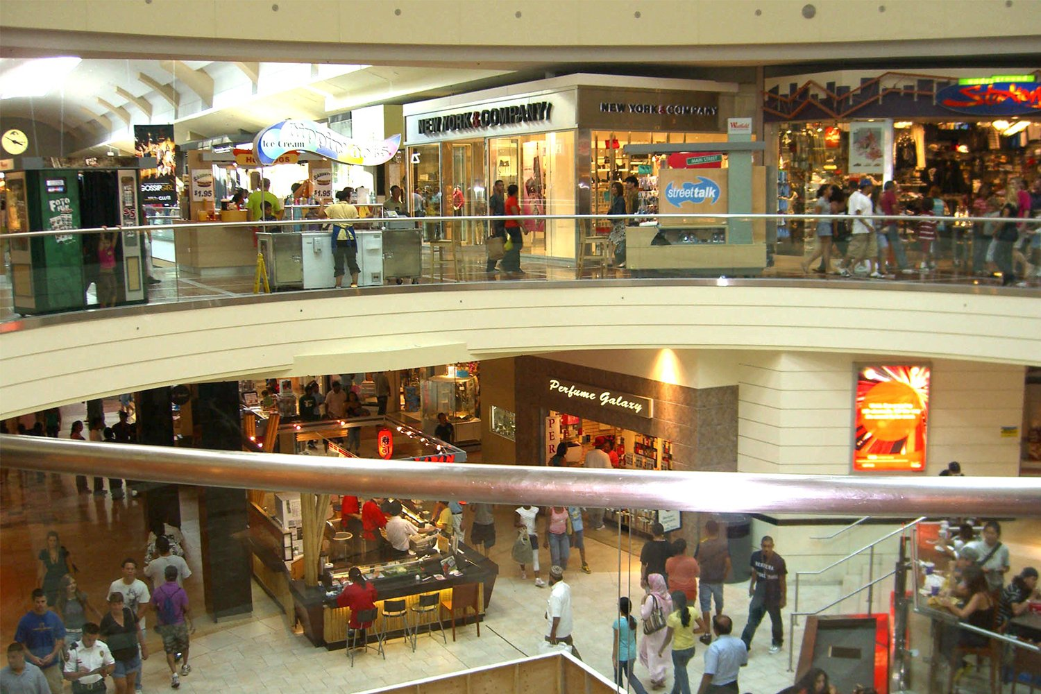 Shopping en Outlets Jersey Gardens desde New York - TakeTours