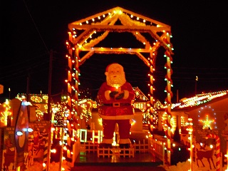 2-Day Christmas Village, Adventure Aquarium, Baltimore Tour from New York