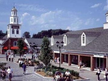 1-Day Woodbury Outlets Black Friday Shopping Tour from Boston