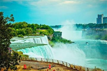 3-Day Toronto, Kingston, 1000 Islands, Niagara Falls Tour from Montreal/Ottawa