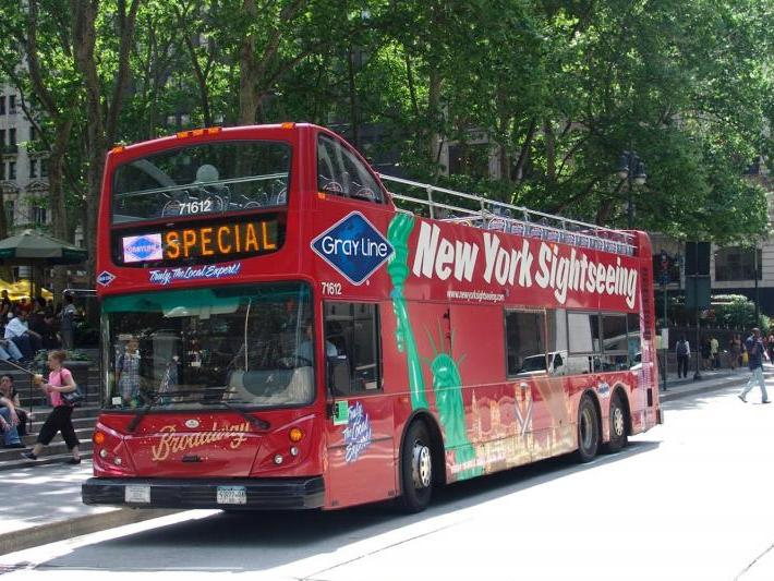 Hop on and hop off at more than 30 stops around New York City with an open-top Big Bus tour, and visit NYC attractions at your own pace. Travel with ease by double-decker bus past world-famous landmarks including the Empire State Building, Times Square, Rockefeller Center and Central Park.