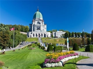 1-Day  Mont Tremblant and The Laurentians Tour from Montreal