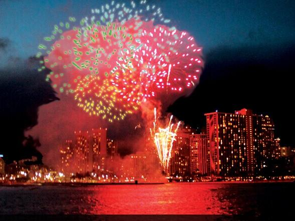 Waikiki Fireworks Dinner Cruise Tour