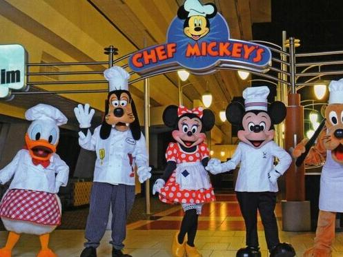 VIP Limousine and Chef Mickey Dinner in Orlando