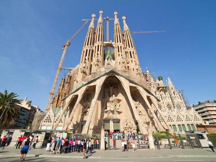 Skip the Line: Sagrada Familia Guided Tour from Barcelona