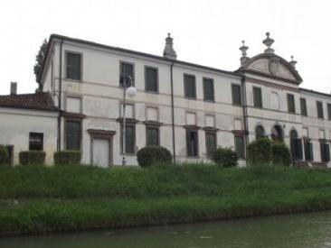 Brenta River and Villas Boat Cruise from Venice