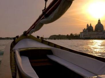 Sunset Sparkling Wine Romantic Boat Ride from Venice