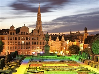 7-Day Paris, Luxembourg, Frankfurt, Amsterdam, Brussels Tour from Paris in English