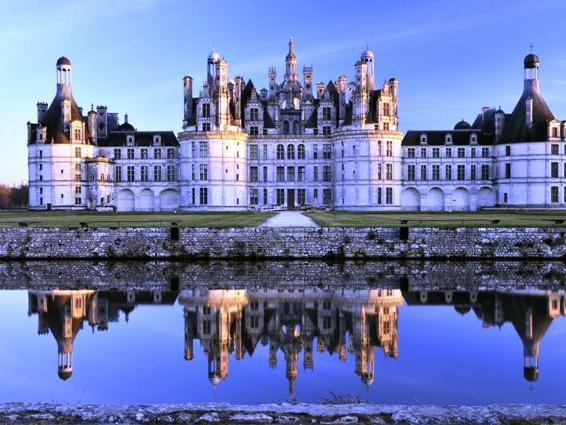 1-Day Castles of the Loire Valley Tour from Paris