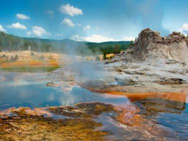 8-Day Yellowstone National Park Overnight, Grand Canyon West, Lake Powell Tour from Los Angeles/Las Vegas