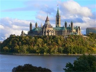 1-Day Toronto, Chinatown, Casa Loma, Lake Ontario In-Depth Tour from Toronto