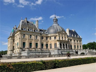 1 Day Vaux Le Vicomte and Fontainebleu Tour from Paris