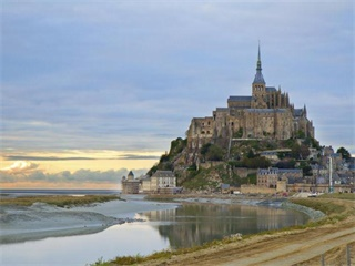 4 Day Normandy, Saint Malo, Mont Saint Michel & Loire Valley Tour from Paris
