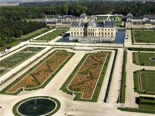 1 Day Vaux le Vicomte & Fontainebleau Guided Tour from Paris