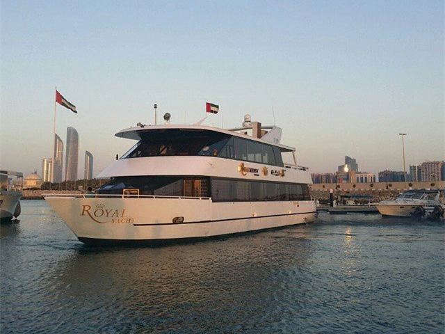 Luxury Yacht Dinner Tour from Abu Dhabi
