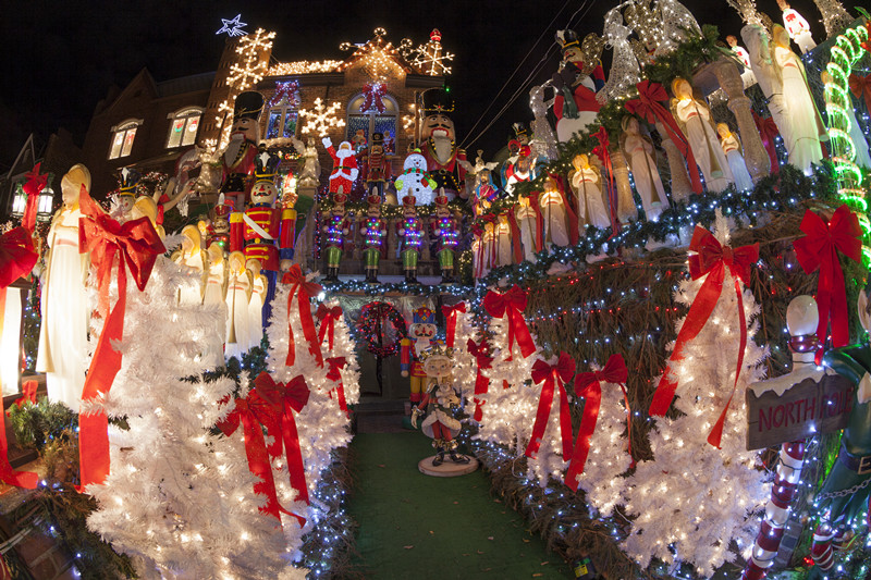Christmas Lights - Dyker Heights Luxury Bus Sightseeing Tour - Fully Guided