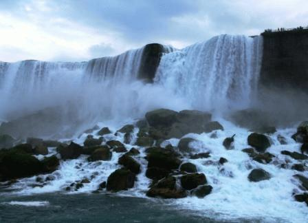 9-Day East Canada and Niagara Falls Essential Tour Package from Toronto