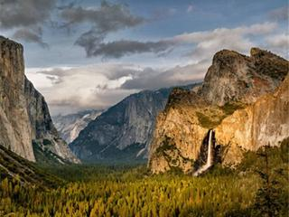 13-Day Yosemite, Mt Rushmore, Antelope Canyon, Yellowstone, Grand Canyon West and Theme parks Tour from San Francisco