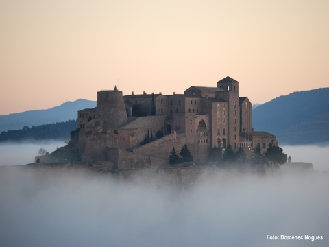 Cardona & Montserrat Full Day Tour with Brunch from Barcelona