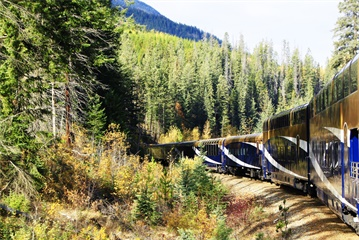 6-Day Calgary, Banff, Maligne Lake, Mountaineer Train and Bus Tour  from Calgary, Vancouver / Seattle out