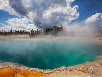 9-Day In-Depth Yellowstone, Bryce Canyon, Zion, Antelope Canyon Tour from Los Angeles/Las Vegas