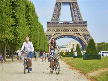 Romantic Paris Tour with Champagne Lunch on the Eiffel Tower
