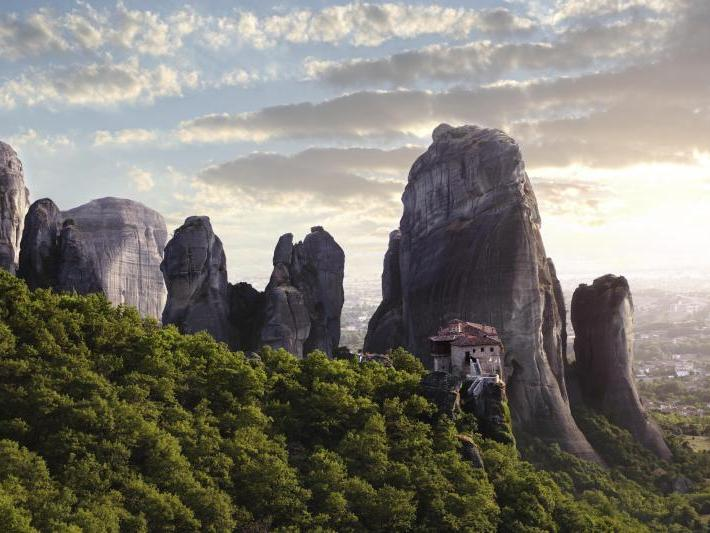 3-Day Tour to Delphi and Meteora from Athens