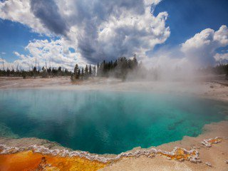 10-Day Yellowstone, Antelope Canyon, Grand Canyon West Tour from Los Angeles