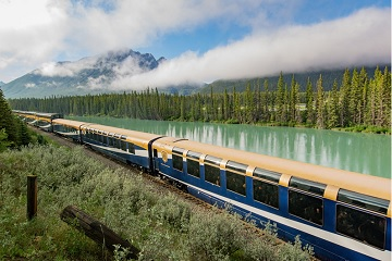 5-Day Canadian Rockies, Rocky Mountaineer Train and Bus Tour from Vancouver