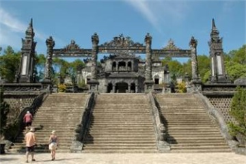 5-Day Vietnam History and Architecture Tour from Hue with Airport Transfers