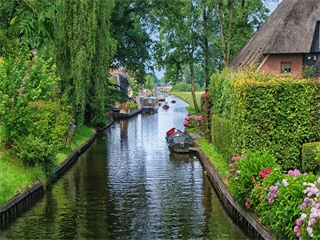 3-Day Bruges, Giethoorn, Amsterdam, Keukenhof Park Tour from Paris